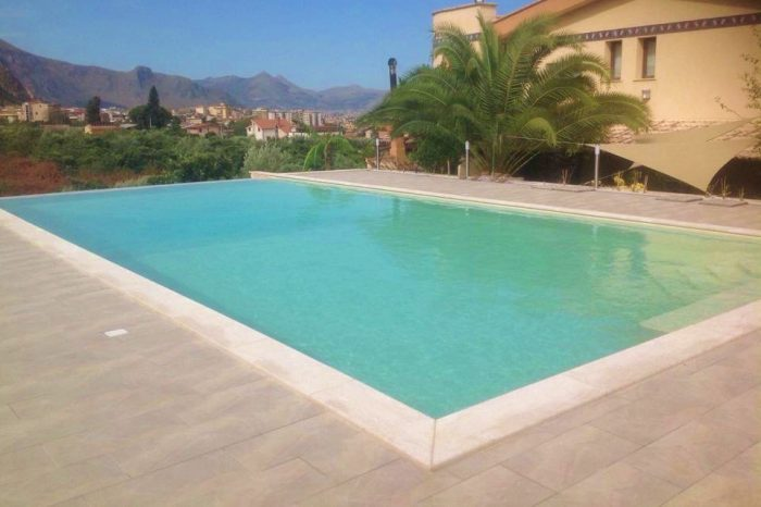 Rivestimento bordo piscina